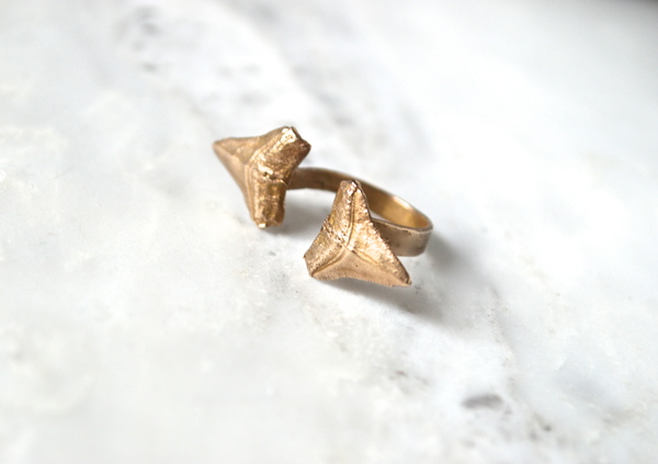 The KARCHEROS Double Incisor Ring