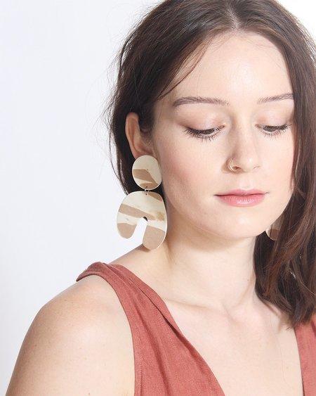 Four Eyes Ceramics Big Arch Earring - White/Cream Marle