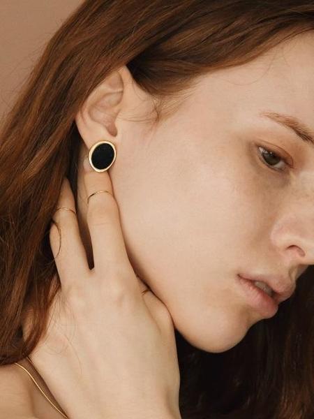 CONTEMPO.H Black Serpentine Pebble Earrings