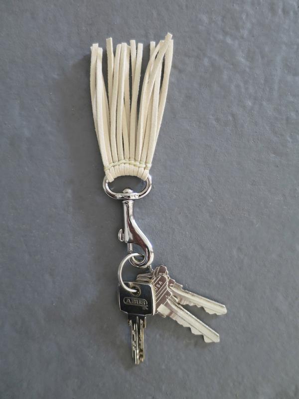 Ystävä Short Tassel Key Chain -  Cream