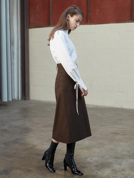 Factorial Label Puff Shoulder Blouse - White