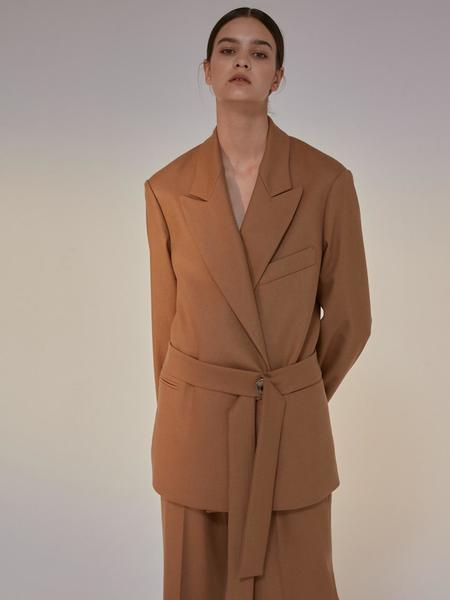 AEER ICONIC Belted Wool Jacket - Camel
