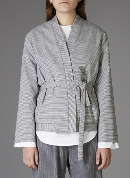 Grei. Cropped Crossover Jacket - Grey Houndstooth