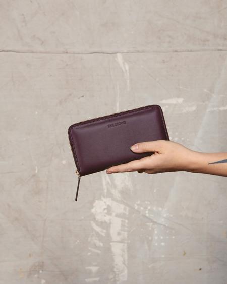 The Stowe Nappa Zip Wallet - Plum
