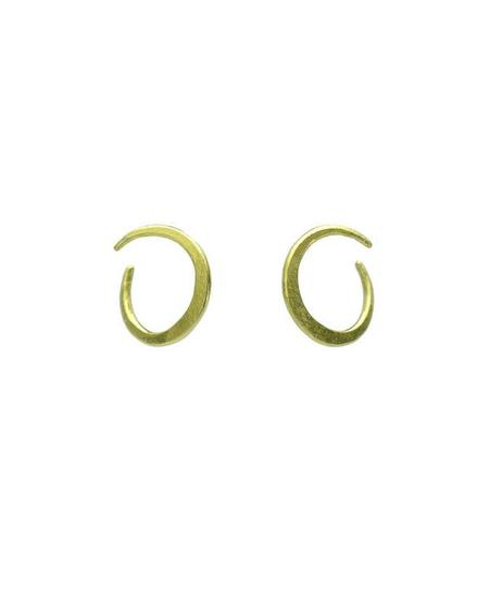 SOPHIE HUGHES Forged Twisted Crescent Earrings - 18k yellow gold