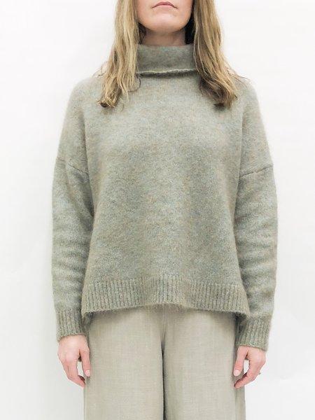 7115 by Szeki funnel sweater - fog