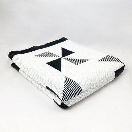 Seek and Swoon Molen Throw - Black/White