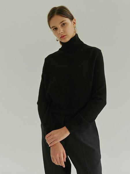 HIER Essnetial Wool Turtleneck - Black