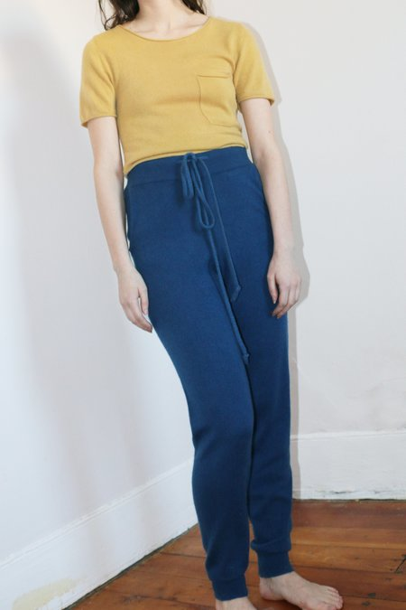COLORANT CASHMERE POCKET TEE - GOLD