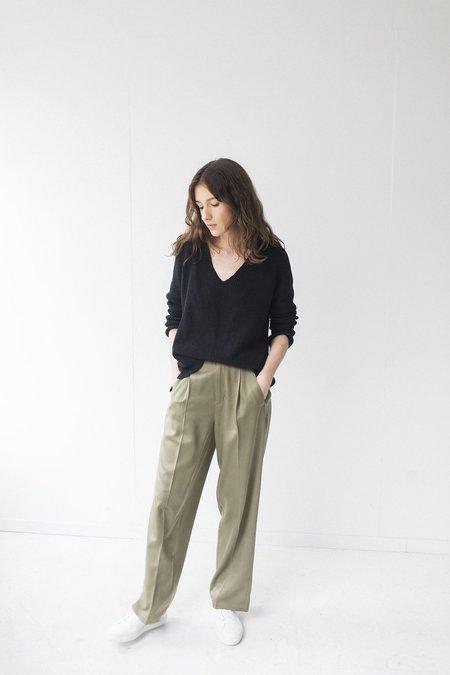 Bare Knitwear Raglan V - Black