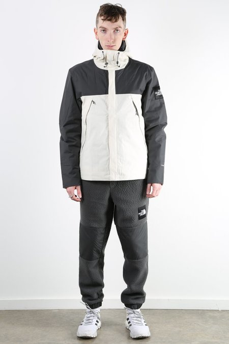 THE NORTH FACE Mountain Jacket - Vintage White