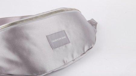 Calvin Klein Satin Streetpack - Silver