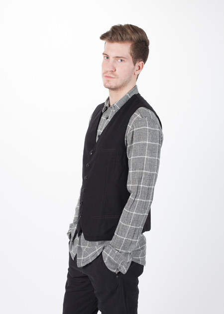 Hannes Roether Pose Vest