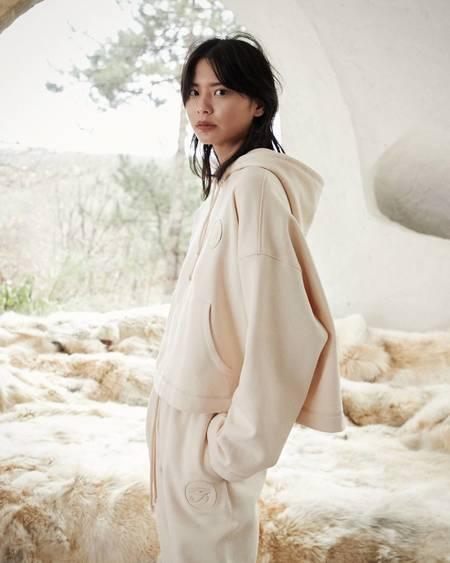 Nanushka MOONEY Appliqued cropped knit hoodie - Creme
