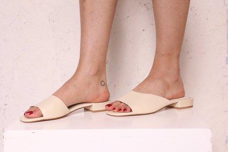 """INTENTIONALLY __________."" Jessi Leather Sandals - Bone"