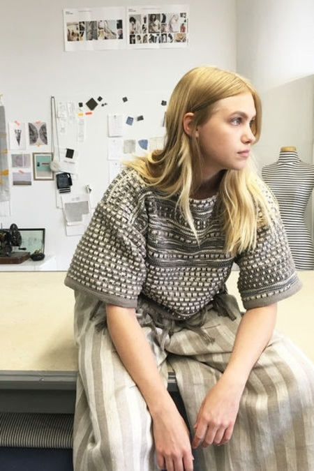 Study NY Cropped Weaving Hand Sweater