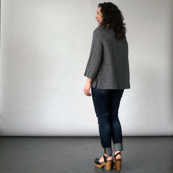 Nuthatch Pocket Top in Gray Washed Dot