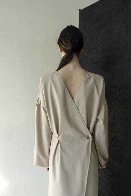 K M by L A N G E OPEN BACK PADDED SHOULDERS DRESS - CARAMEL
