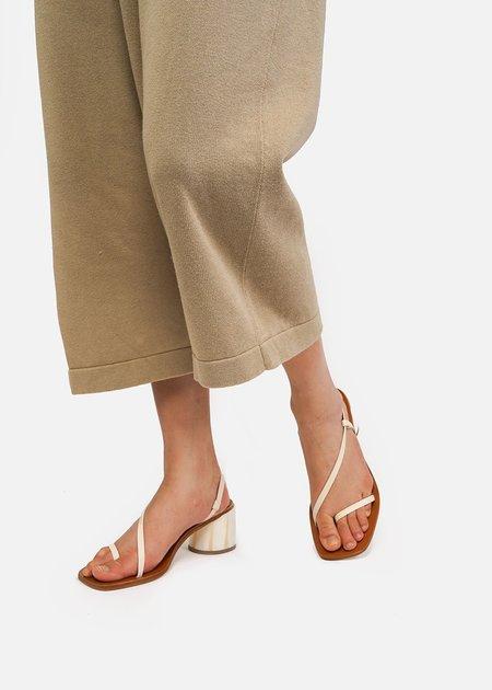 LOQ Isla Sandals in Crema
