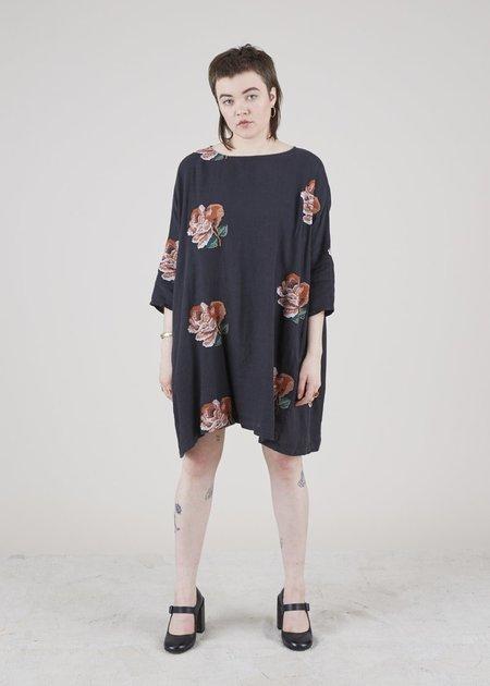 Hannes Roether Tomboy Floral Shift Dress - black/roses