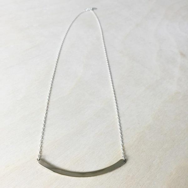 Upper Metal Class Medium Arc Necklace
