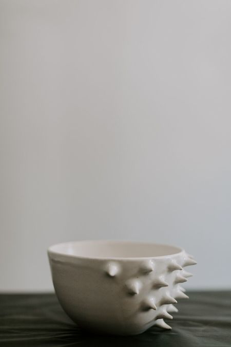 Little Bear Pots Spiked Bowl - white