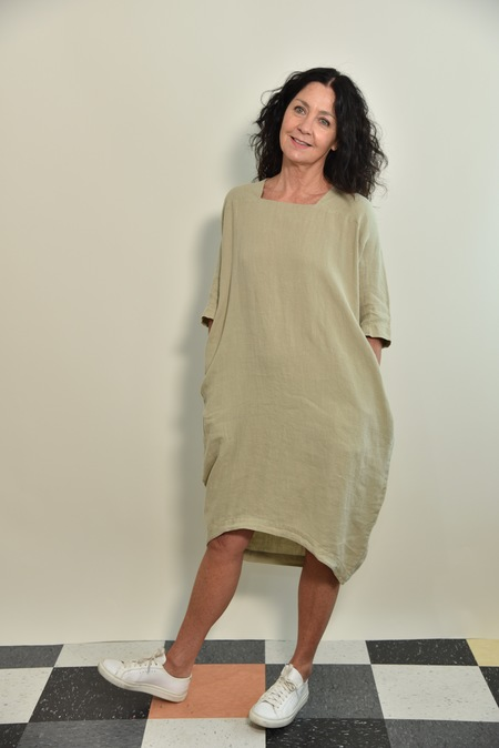 Black Crane Scallion Dress - Cement