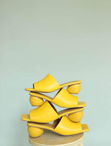 Jaggar The Label Orb Heel Slides - Yellow