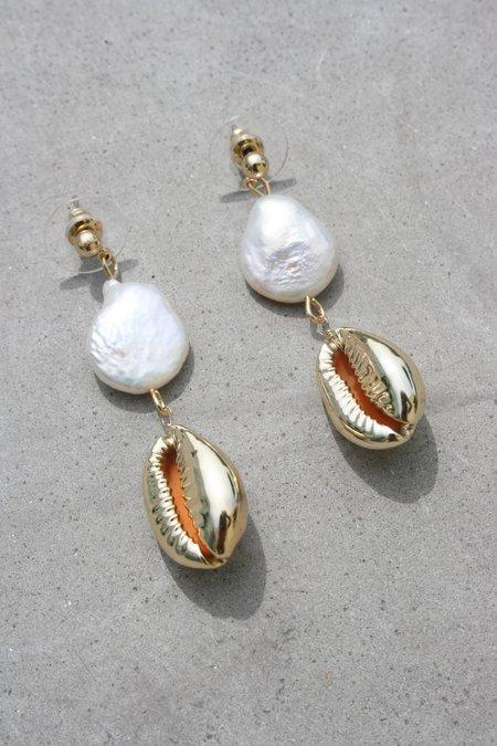 AMBER SCEATS Slater Earrings - Pearl