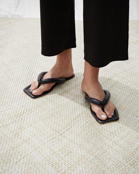 Nanushka TAJA Square toe puffer flip-flops - Black