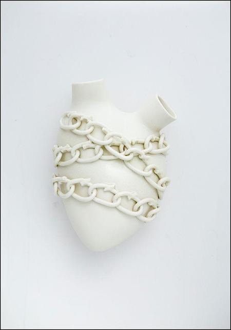 FOS Ceramiche Porcelain Chained Heart Wall Vase - white