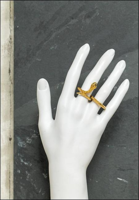 De La Rosa Infinity Snake Double Finger Ring - Gold