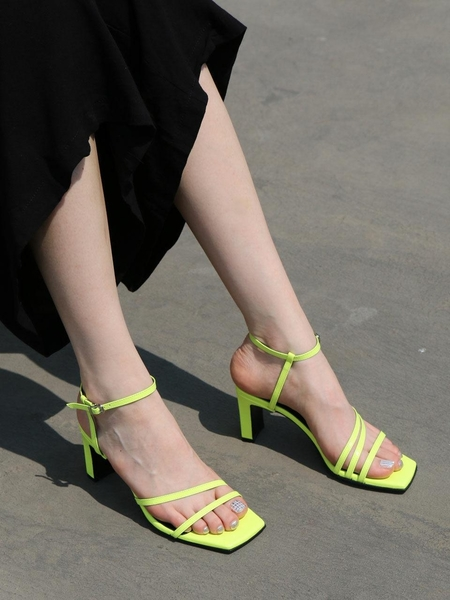 AWESOME DEW Sandals
