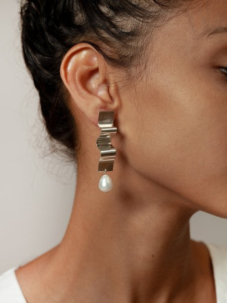 Wolf Circus Lunette Earring - Silver