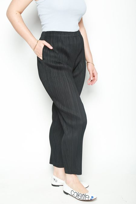 Issey Miyake Pleated Cropped Slim Line Pants - Black