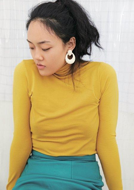 TY'S GROCERY Milky White Shell Earrings - 18K white gold