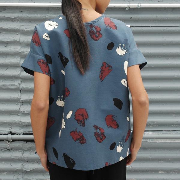 Nikki Chasin Skip Abstract Drop Sleeve Top