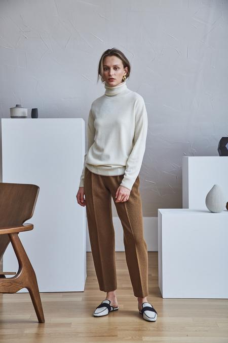 Maison De Ines ROSEGOLD LINE ROLL-NECK SWEATER - Ivory