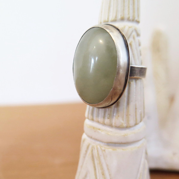 Prehnite oval ring