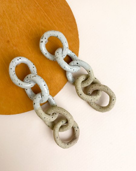 Barrow Maille Earrings - Speckled ceramic