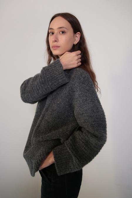 Daēza Long Panel Sweater - Pepper