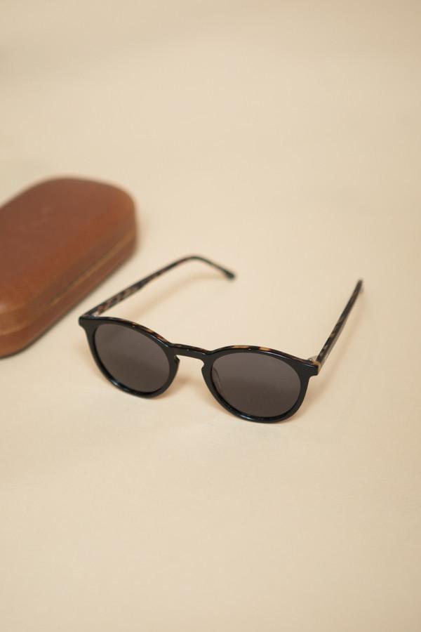 KOMONO Aston Crafted Sunglasses / Black Tortoise