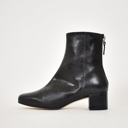 About Arianne Leo Boot - Black