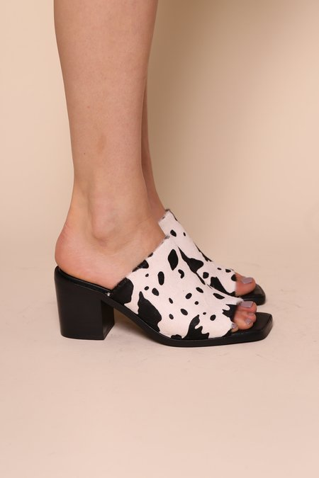"""""""INTENTIONALLY __________."""" Imply Sandals - Moo"""