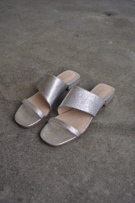 Intentionally Blank 'Jes' Sandal - Silver Metallic