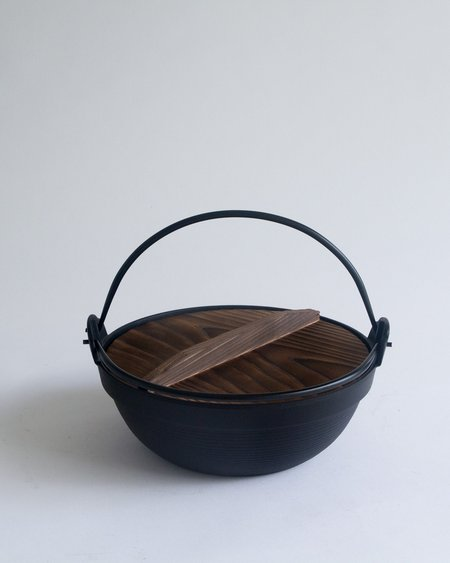Iwachu Cast Iron Furusato Pot - black