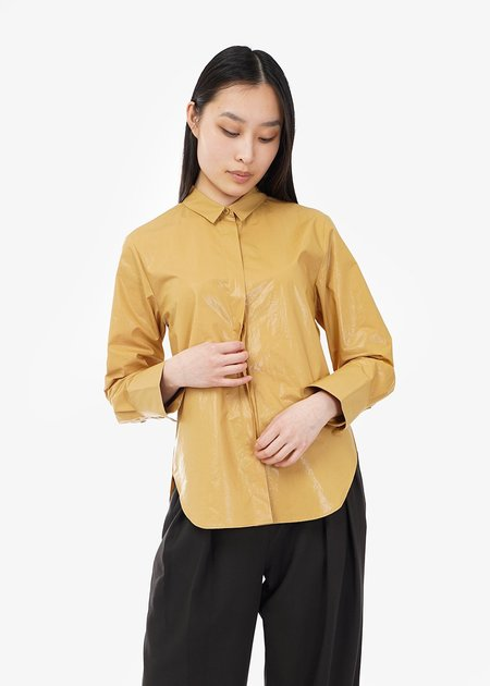 WNDERKAMMER Glossy Basic Shirt - Off-yellow