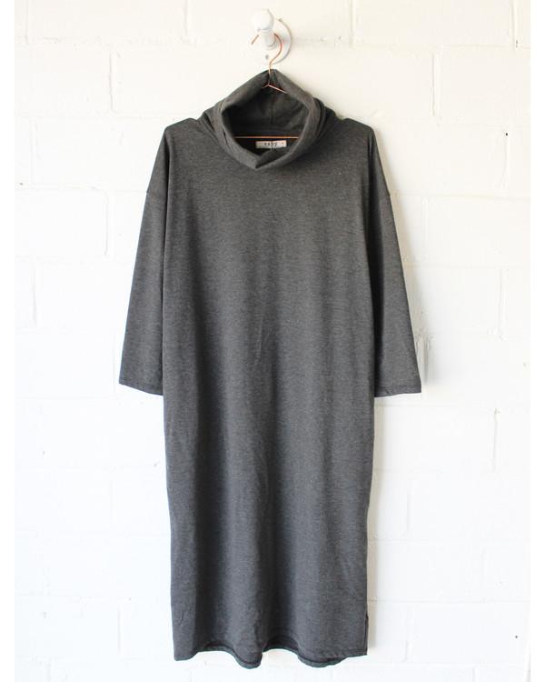 esby ELIZA TURTLENECK DRESS - DK. GREY