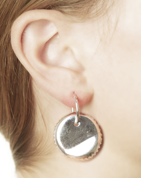 VIBE HARSLOF X FACETASM Bottle cap earring - silver