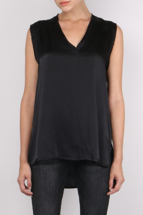 (nude) V-Neck Sleeveless Top